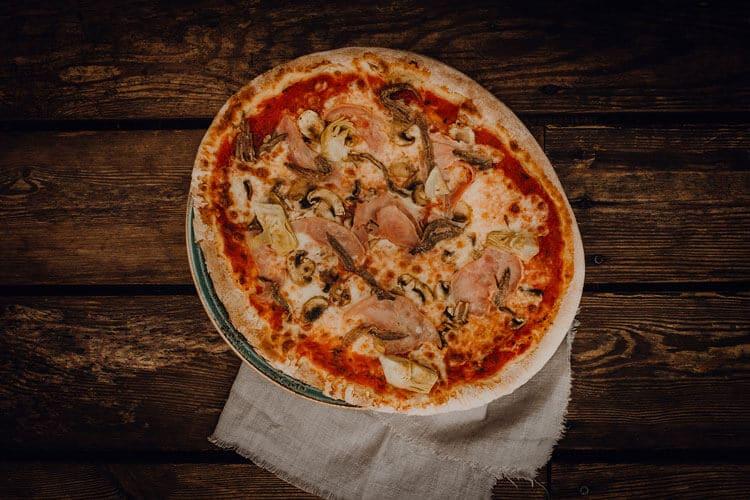 Pizza Capricciosa - Pizzeria Freudenstadt