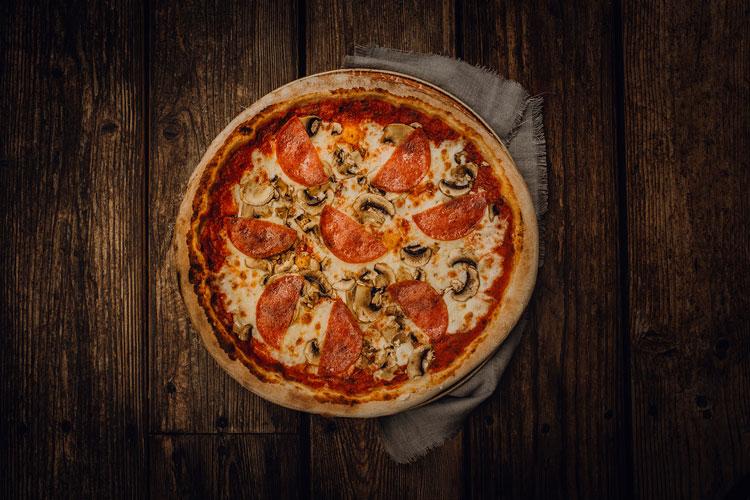 Pizza Funghi e Salame - Pizzeria Freudenstadt